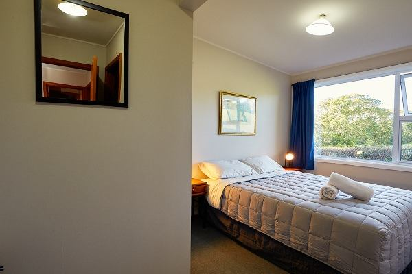 Dolphin Lodge Backpackers - double rooms